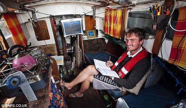 Neměl peníze na nájem, pořídil si jachtu