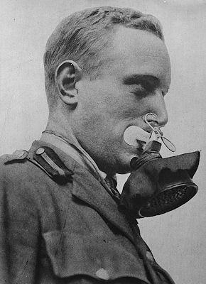 První plynové masky